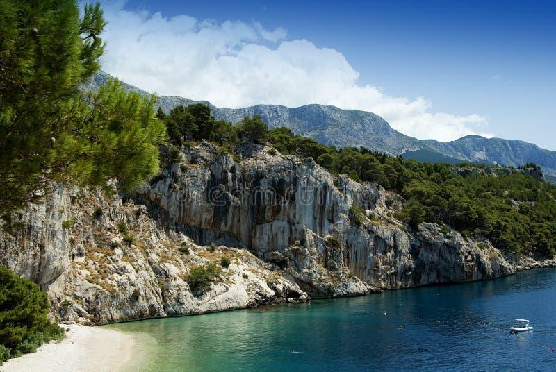 Het strand dichtbij door Makarska stock foto's