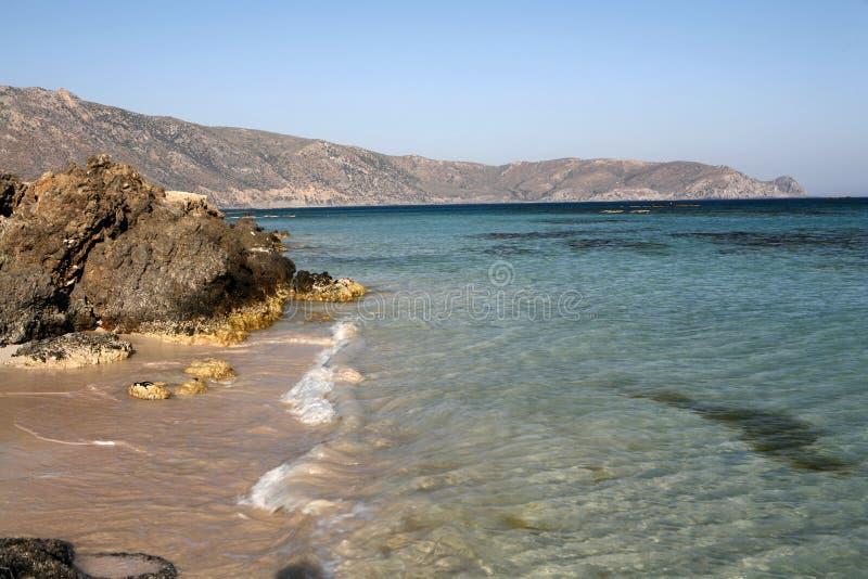 Het strand en de rotsen van Elafonissos royalty-vrije stock afbeelding