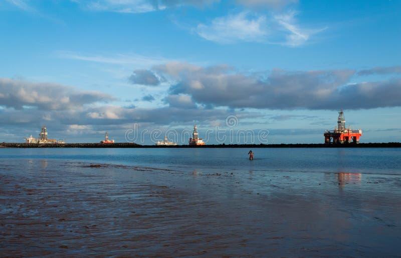 Het strand overzeese van Lasteresitas mening met olieplant royalty-vrije stock afbeeldingen