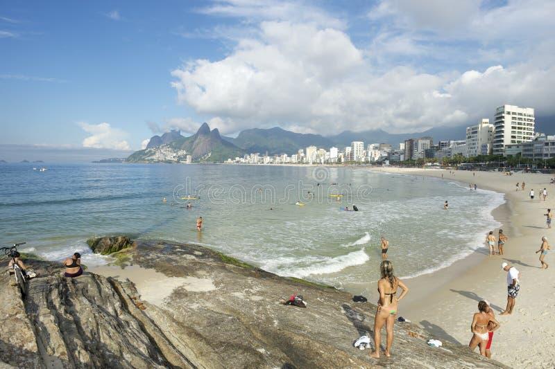 Het Strand Rio de Janeiro Brazil Skyline van Arpoadoripanema stock afbeelding
