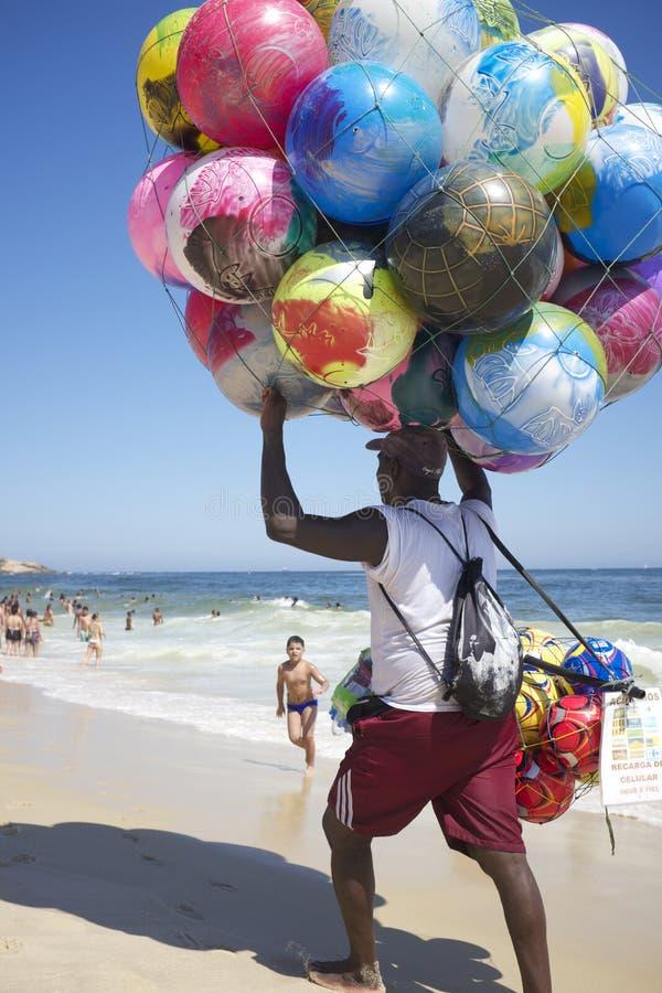 Het Strand Rio de Janeiro Brazil van Ipanema van de balverkoper royalty-vrije stock afbeelding
