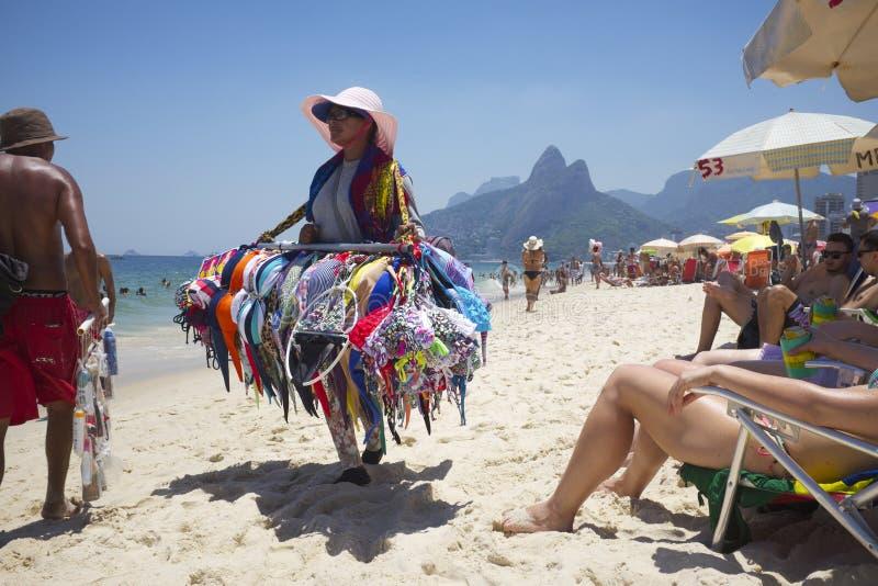 Het Strand Rio de Janeiro Brazil van Ipanema van de bikiniverkoper royalty-vrije stock afbeelding
