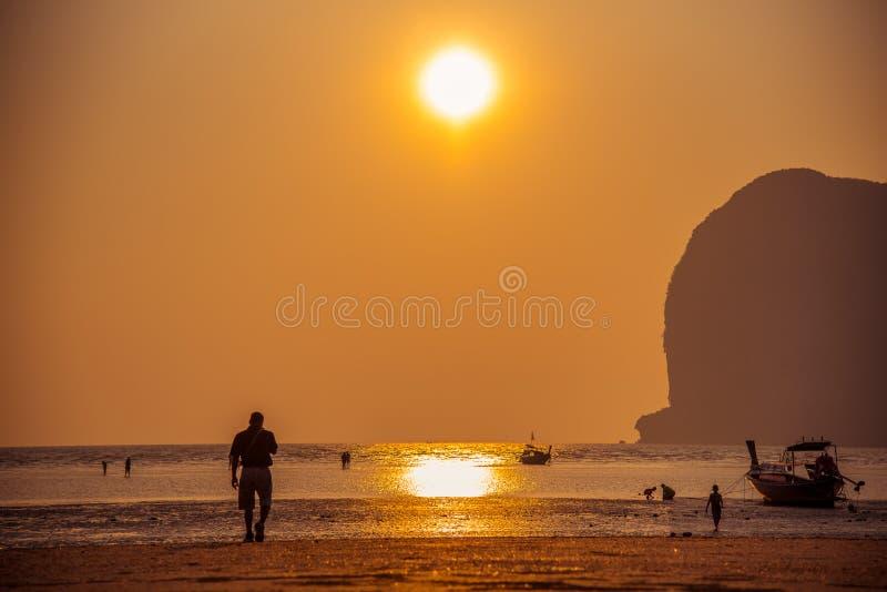 Het strand in Thailand royalty-vrije stock foto