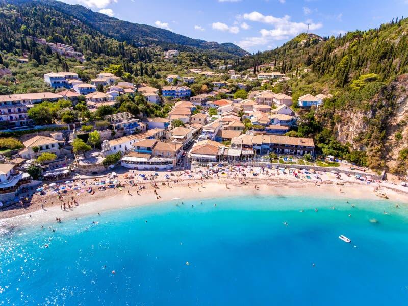 Het strand van Agios Nikitas dichtbij de Stad van Lefkada, Griekenland stock afbeeldingen