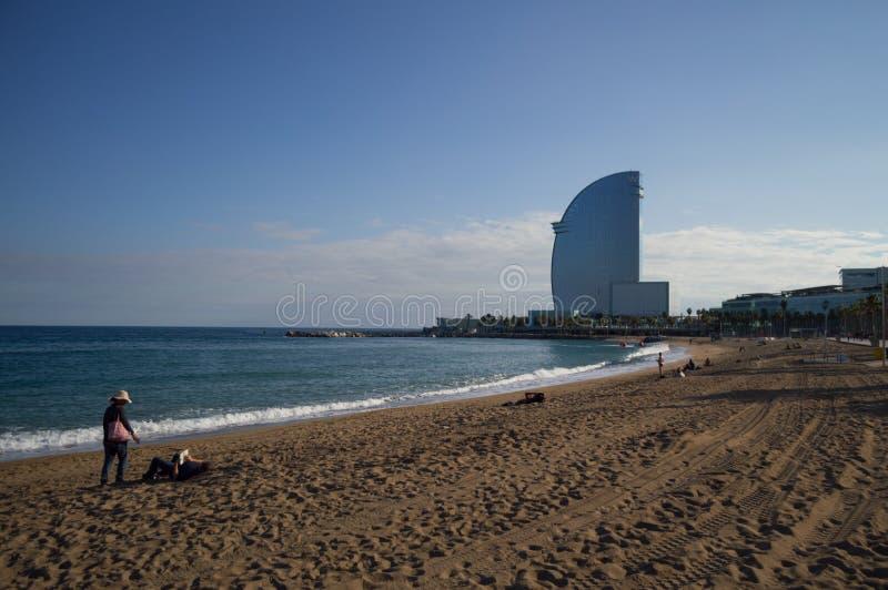 Het Strand van Barcelona met w-Hotel, Spanje stock foto