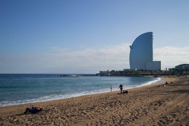 Het Strand van Barcelona met w-Hotel, Spanje stock afbeeldingen