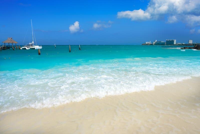 Het strand van Cancunplaya Tortugas in Mexico stock foto's