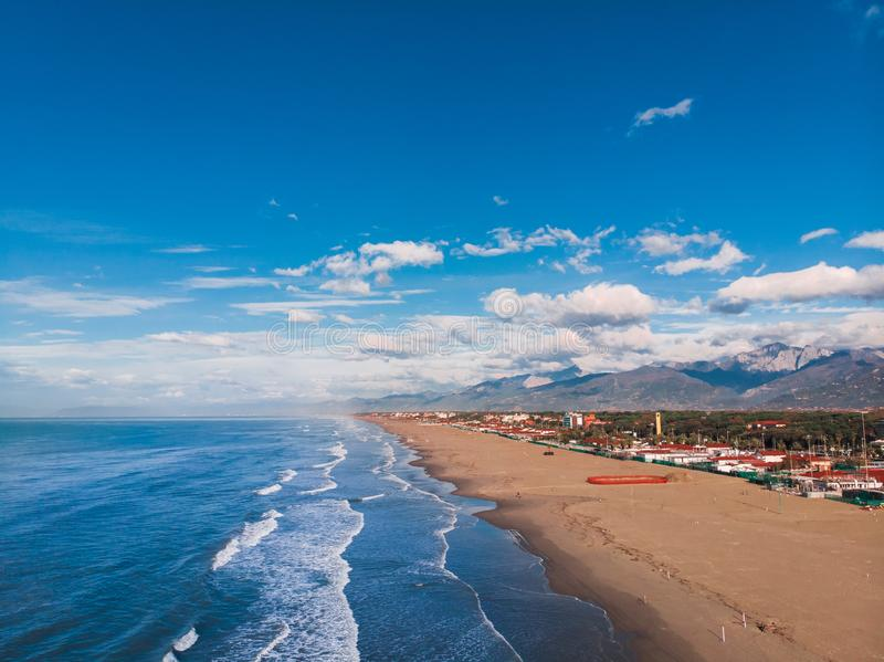 Het Strand van de Aerailfoto van Viareggio-ochtend royalty-vrije stock afbeelding