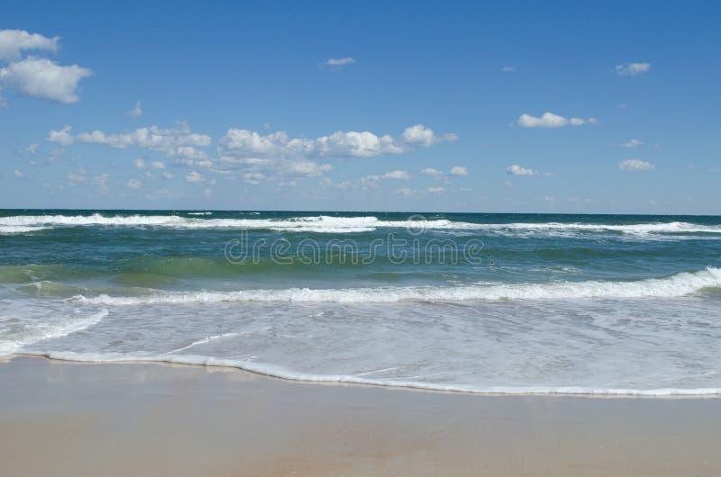 Het strand van de Atlantische Oceaan stock afbeelding