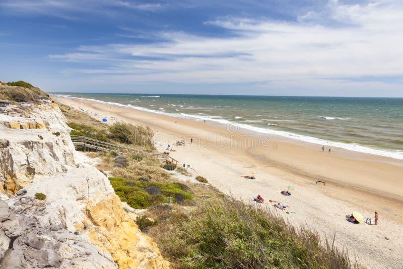 Het strand van de Atlantische Oceaan in Spanje stock foto's