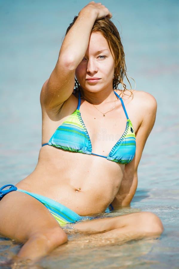 Het strand van de portretvrouw stock foto's