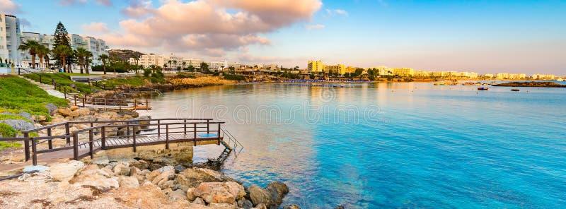 Het strand van de vogelbaai in Protaras, Cyprus stock fotografie