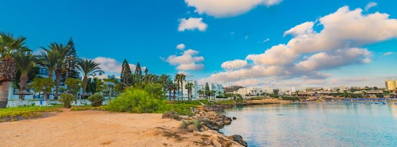 Het strand van de vogelbaai in Protaras, Cyprus royalty-vrije stock foto's