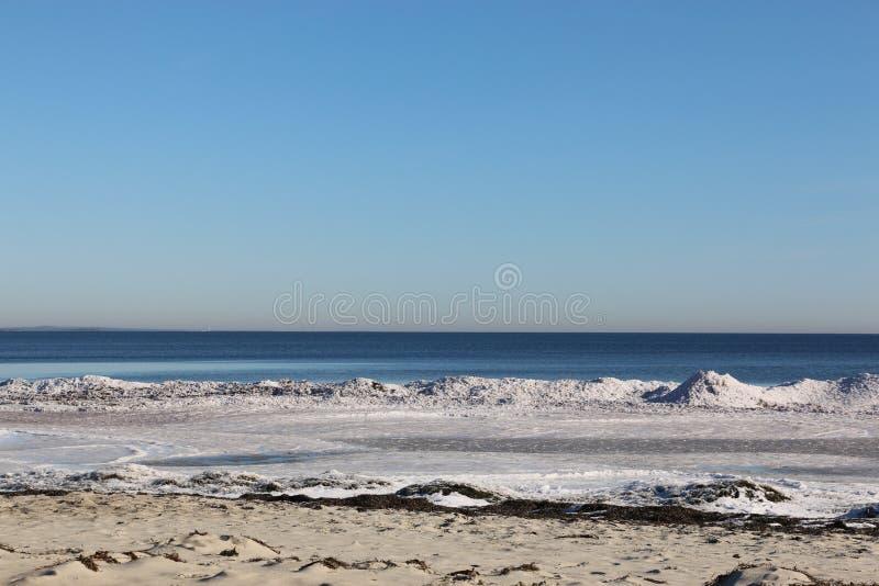 Het strand van de winter stock afbeelding