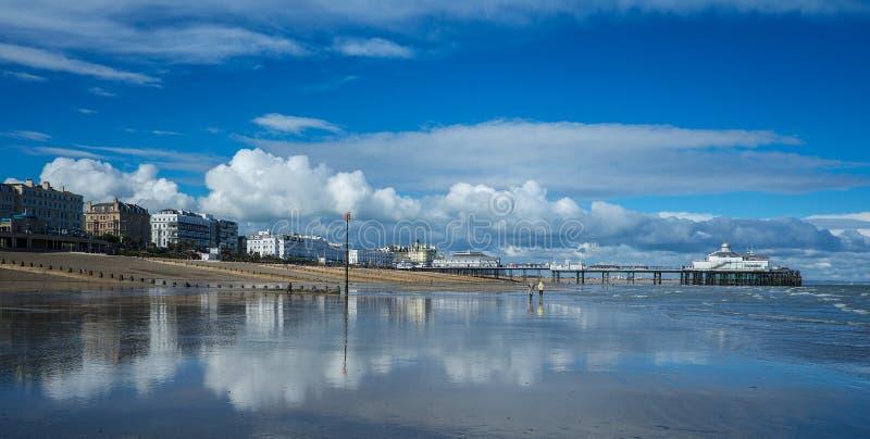 Het strand van Eastbourne stock afbeeldingen