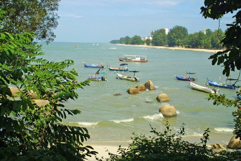 Het Strand van Ferringhi van Batu in Penang, Maleisië stock foto's