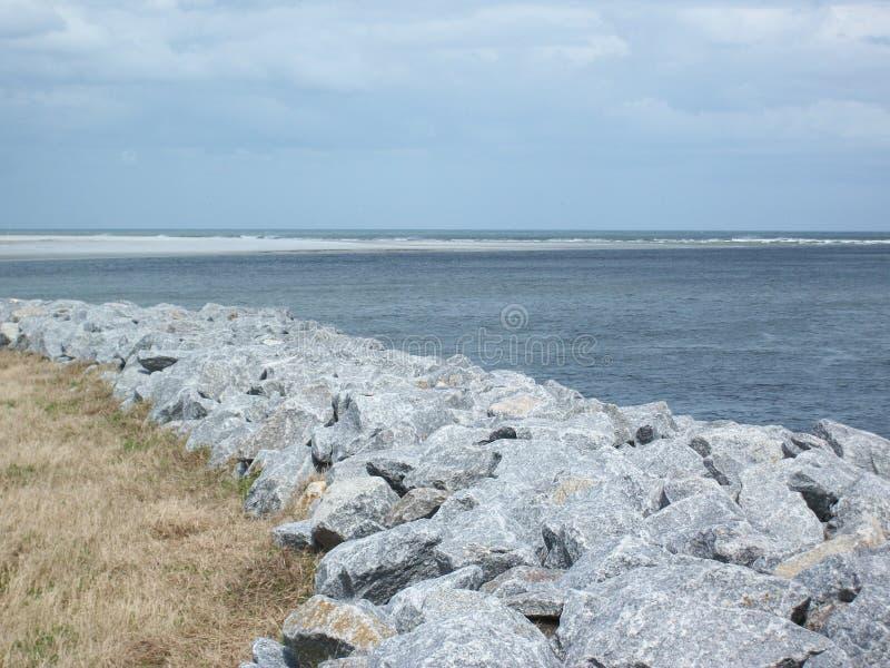 Het strand van Florida met rotsen royalty-vrije stock foto