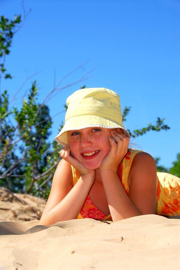 Het strand van het meisje royalty-vrije stock afbeeldingen