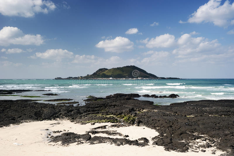 Download Het Strand van Hyeopjae stock foto. Afbeelding bestaande uit landschap - 29502732
