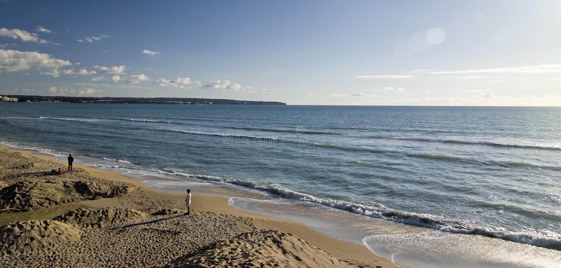 Het strand van le Arenal stock foto's