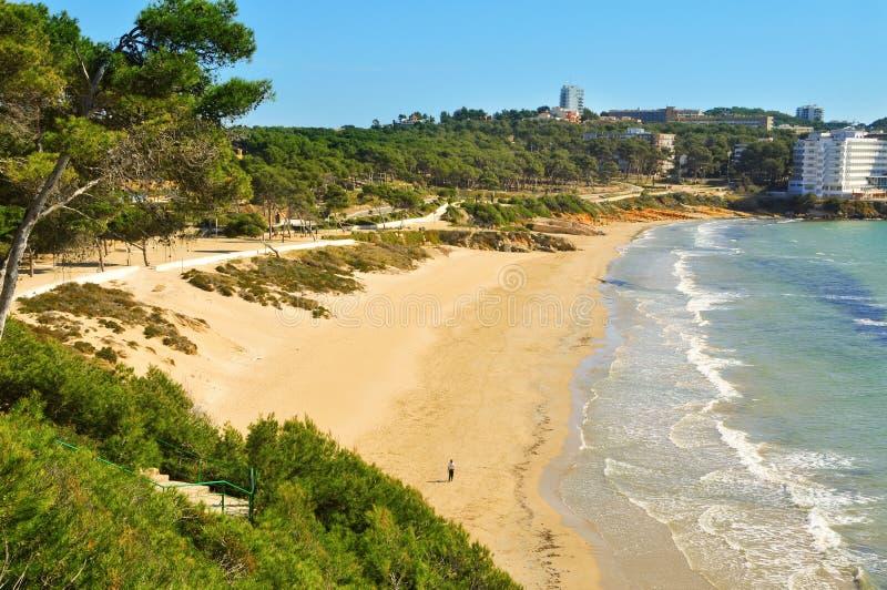 Het strand van Llarga van Platja, in Salou, Spanje royalty-vrije stock afbeelding