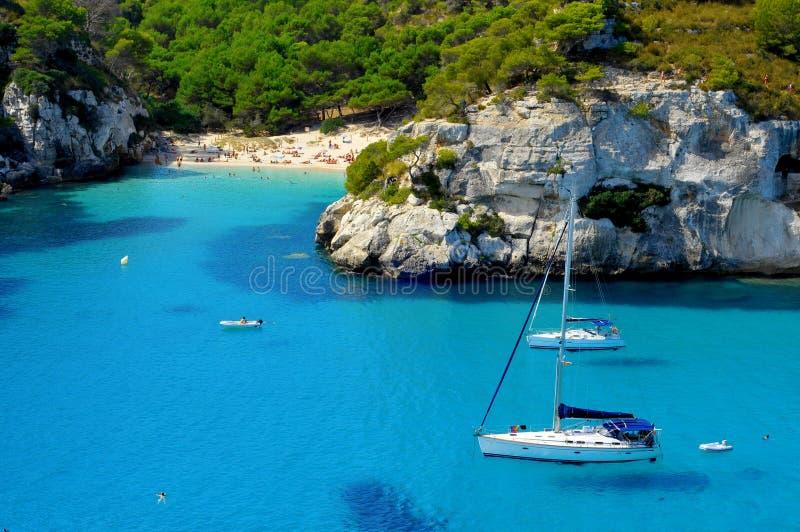 Het strand van Macarelleta in Menorca Spanje stock foto