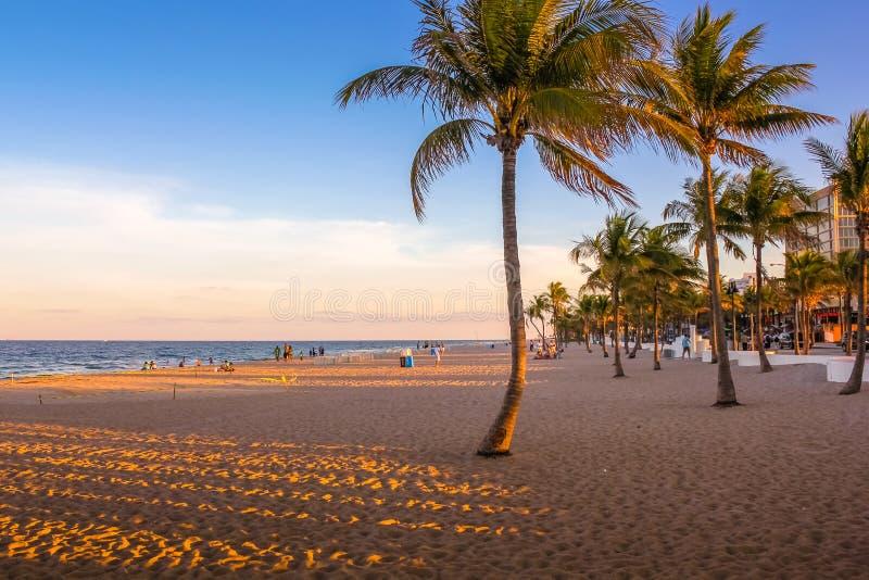 Het Strand van Miami bij zonsondergang stock afbeelding