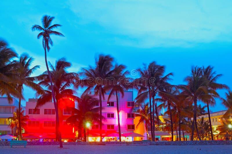 Het Strand van Miami, de hotels van Florida en restaurants bij zonsondergang royalty-vrije stock foto's