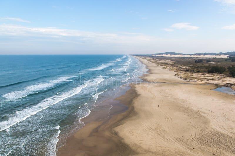 Het strand van Nice in Torres, Rio Grande doet Sul, Brazilië stock foto