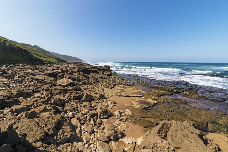 Het Strand van opdrachtrotsen in Isimangaliso-het Park Zuid-Afrika van het Moerasland royalty-vrije stock foto's
