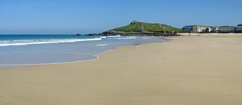 Het strand van Porthmeor van het panorama in St. Ives, het UK. stock afbeeldingen