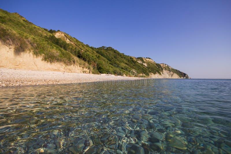 Het strand van Portonovo op het Conero-Voorgebergte in Marche stock foto