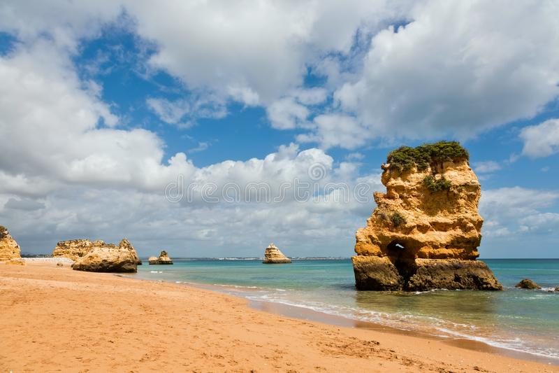 Het strand van Praiada Dona Ana, Lagos, Portuga stock afbeelding