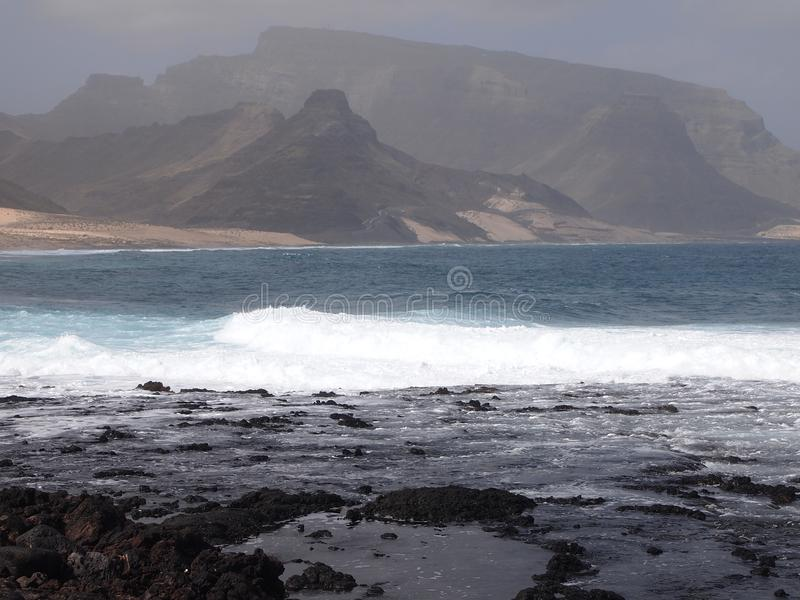 Het strand van Praiagrande in de kust van het eiland Kaapverdië van Saovicente stock fotografie