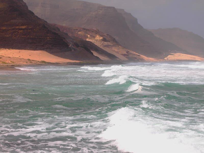 Het strand van Praiagrande in de kust van het eiland Kaapverdië van Saovicente stock afbeelding