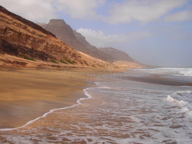 Het strand van Praiagrande in de kust van het eiland Kaapverdië van Saovicente royalty-vrije stock fotografie