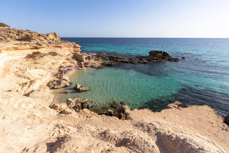 Download Het Strand Van S Calo Des Mort, Formentera, Spanje Stock Foto - Afbeelding bestaande uit mooi, spanje: 107700894