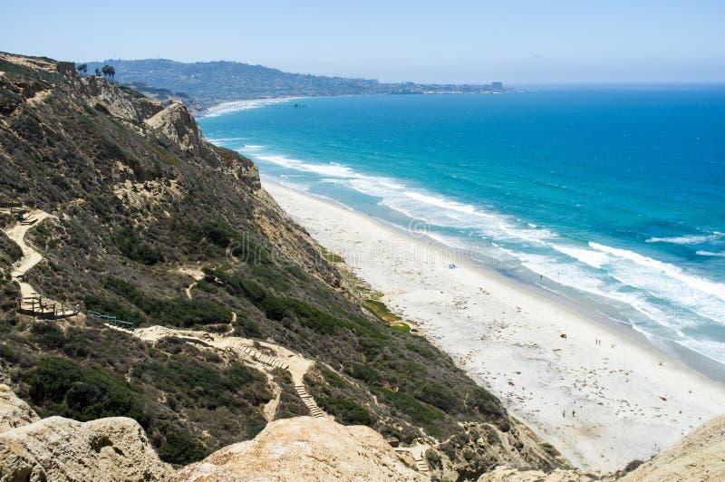 Het strand van San Diego langs kustlijn - Torrey Pines gliderport royalty-vrije stock foto