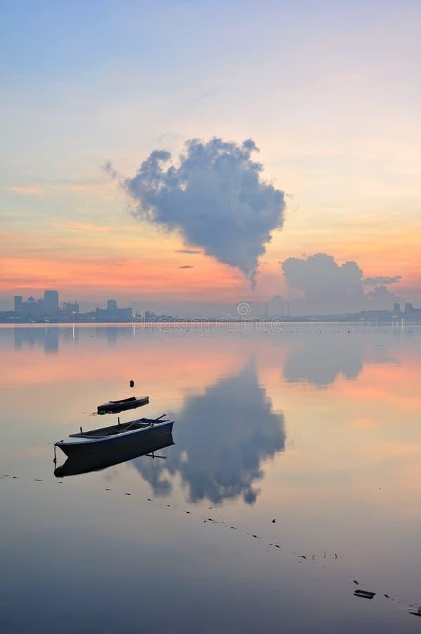 Het strand van Singapore Kranji met erachter horizon stock foto's