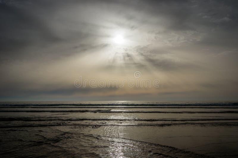 Het strand van Tanger in zonsondergangtijd royalty-vrije stock foto