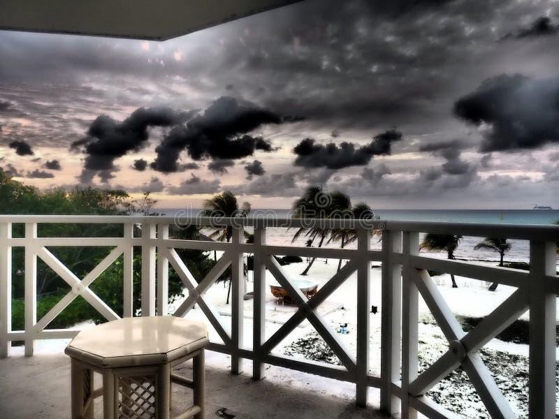 Het strand van het terras van de hotelruimte royalty-vrije stock afbeeldingen