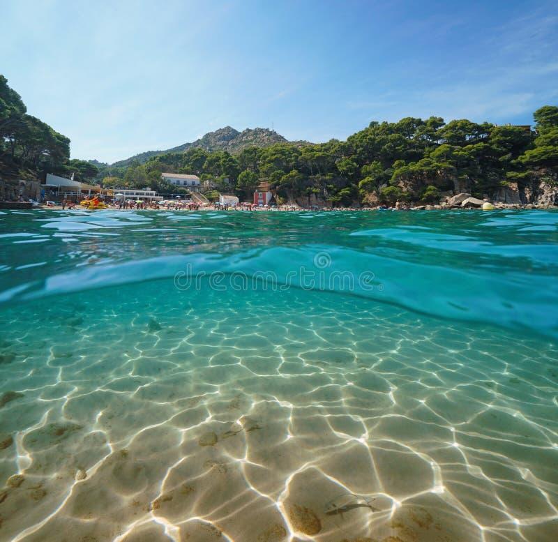 Het strand zandige zeebedding van Spanje Costa Brava onderwater stock foto