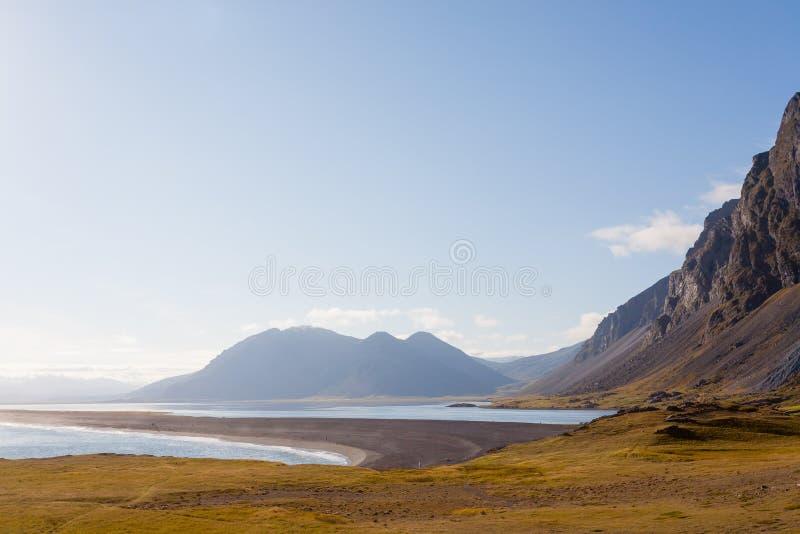 Het strandlandschap van de Hvalneslava, oriëntatiepunt het Oost- van IJsland royalty-vrije stock afbeelding