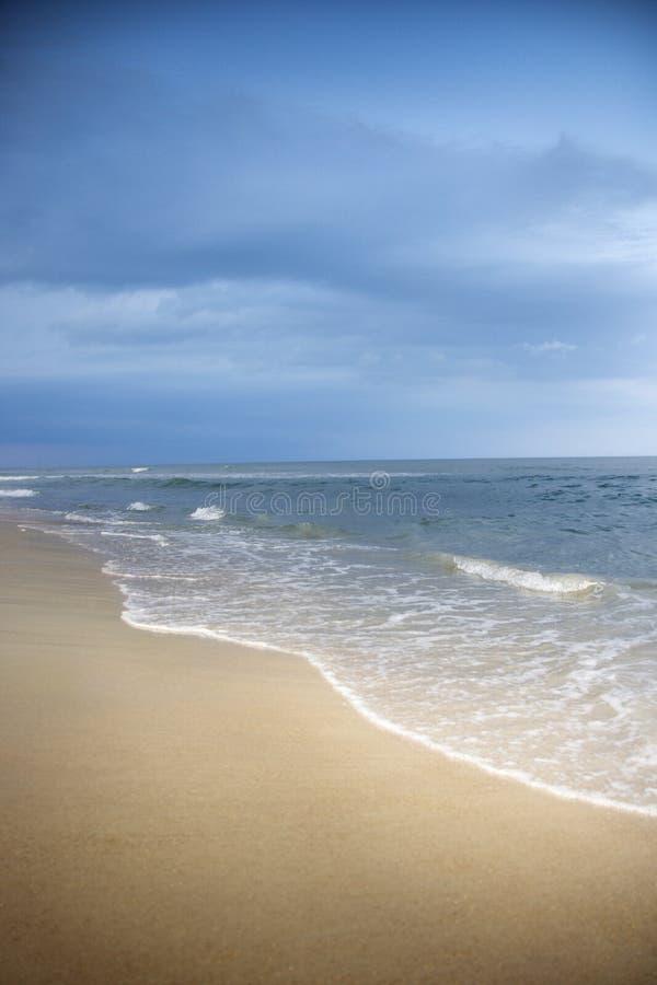 Het strandscène van de Atlantische Oceaan. royalty-vrije stock afbeeldingen