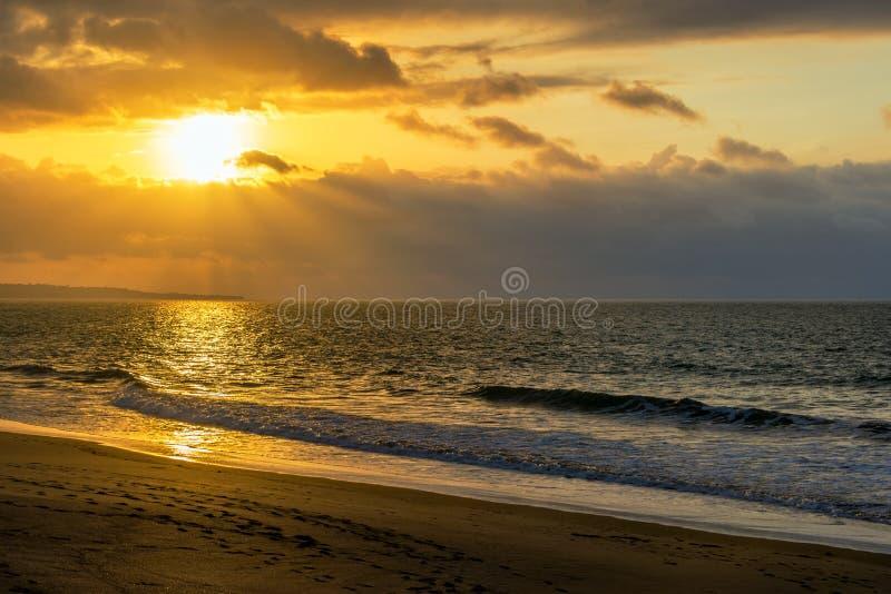 Het Strandzonsondergang van Ecuador stock afbeelding