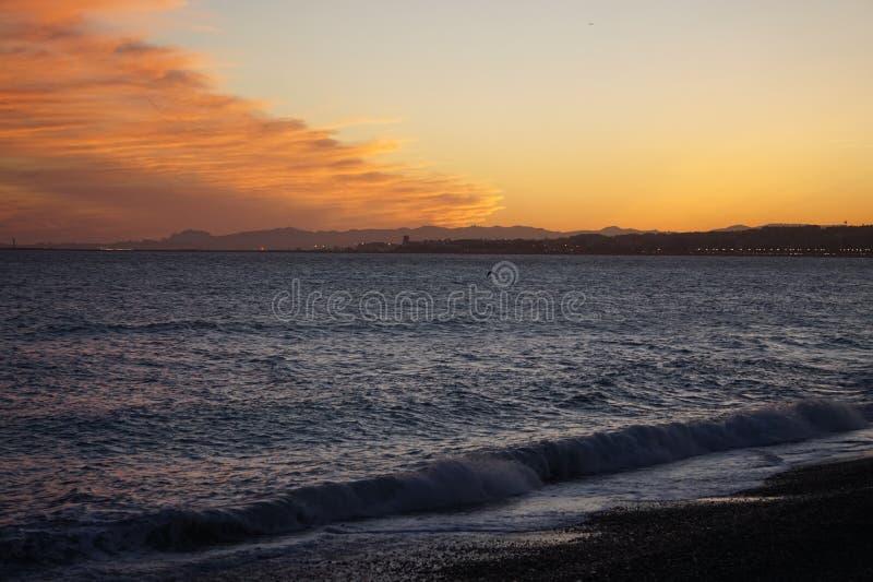 Het Strandzonsondergang van Nice, Frankrijk stock foto