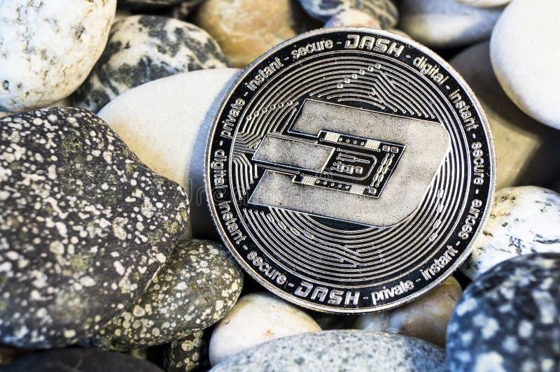 Het streepje is een moderne manier van uitwisseling en deze crypto munt royalty-vrije stock foto