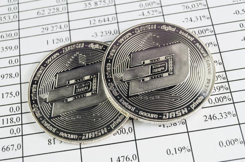 Het streepje is een moderne manier van uitwisseling en deze crypto munt stock foto