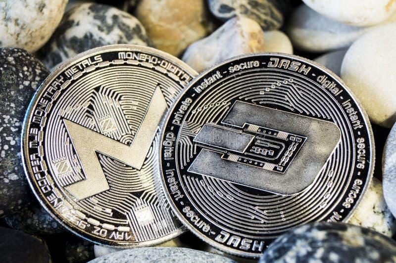 Het streepje is een moderne manier van uitwisseling en deze crypto munt stock afbeelding