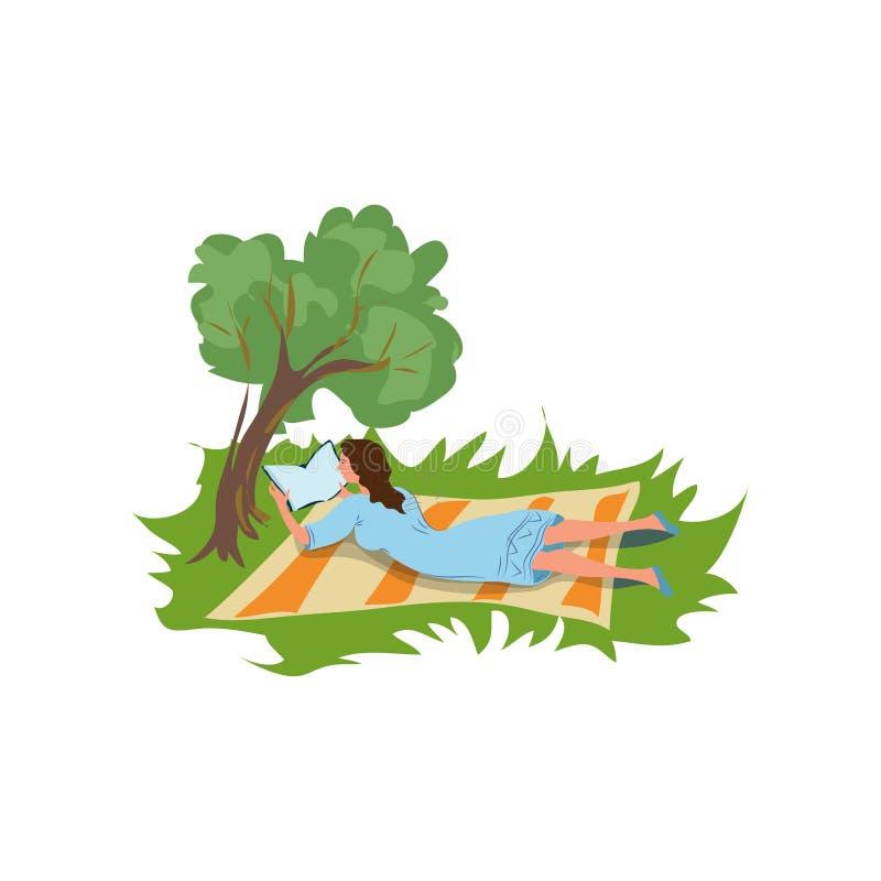 Het studentenmeisje is rust bij stadspark en lezing een boek royalty-vrije illustratie